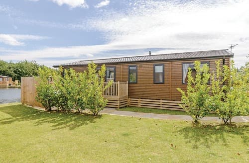 Last Minute Cottages - Adorable Carlton Miniott Lodge S127673