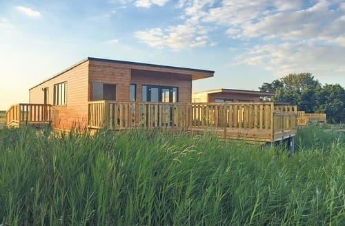 Last Minute Cottages - Gorgeous Ely Lodge S127675