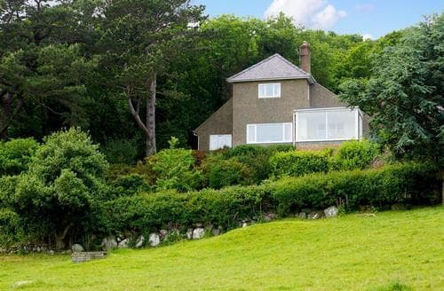 Last Minute Cottages - Luxury Rowen Cottage S96883