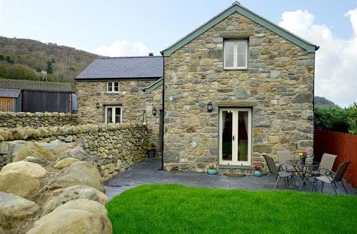 Last Minute Cottages - Quaint Rowen Cottage S87951