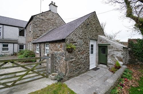 Big Cottages - Charming Anglesey Cottage S26923