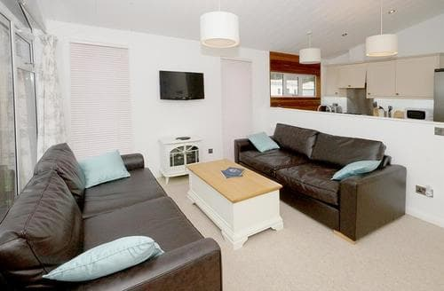Last Minute Cottages - Lovely Caernarfon Lodge S45015