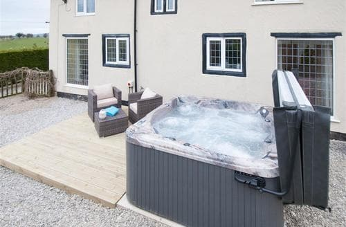Last Minute Cottages - Beautiful Holywell Cottage S94394