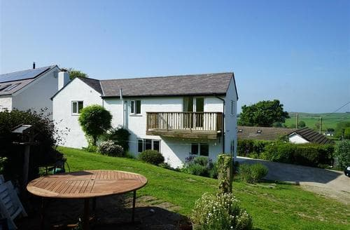 Last Minute Cottages - Ty Capel