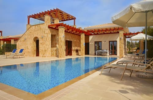 Last Minute Cottages - Villa Axis