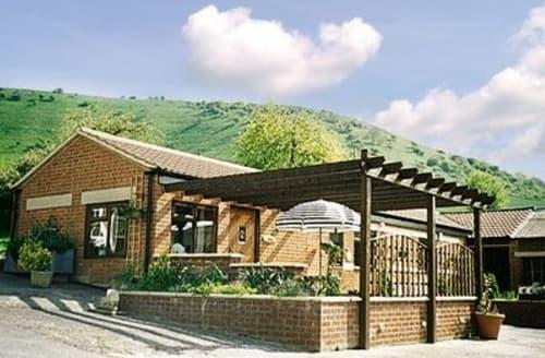 Last Minute Cottages - Superb Westbury Cottage S13759