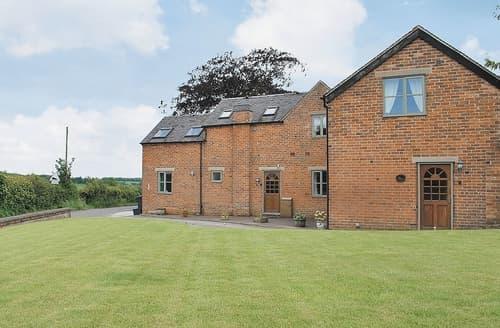 Dog Friendly Cottages - Delightful Ashbourne Cottage S16412
