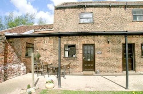 Last Minute Cottages - Cosy Selby Cottage S15464