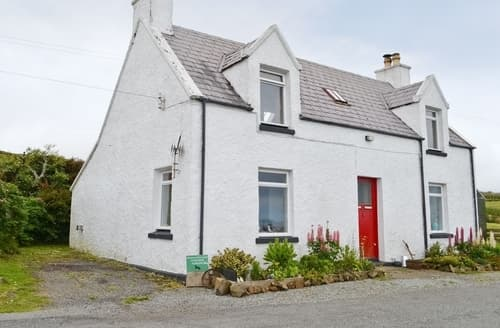 Last Minute Cottages - Cosy Portree Cottage S22490