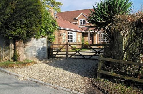 Last Minute Cottages - Inviting Brook Cottage S14069