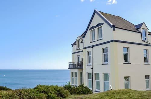 Last Minute Cottages - Stunning Helston And The Lizard Peninsula Apartment S21197