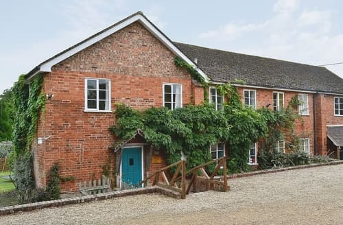 Last Minute Cottages - Tasteful Gloucester Cottage S16235