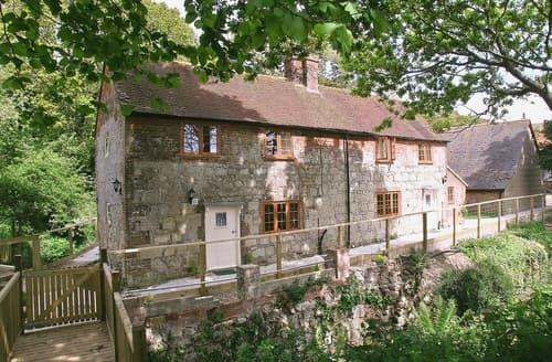 Last Minute Cottages - Excellent Brighstone Cottage S14182