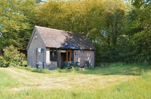 Dog Friendly Cottages - Captivating Uckfield Cottage S14044