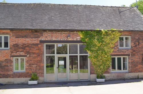 Dog Friendly Cottages - Inviting Derby Cottage S16557