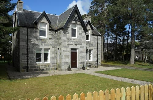 Dog Friendly Cottages - Attractive Kingussie Cottage S22749