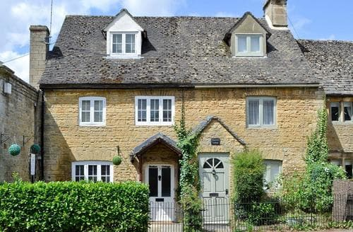 Dog Friendly Cottages - Attractive Bourton On The Water Cottage S16077