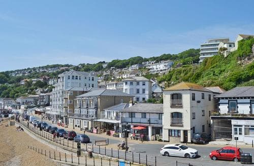 Last Minute Cottages - Superb Ventnor Apartment S14361