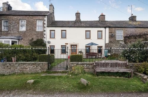 Last Minute Cottages - Cosy Hawes Cottage S15163