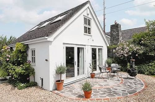 Last Minute Cottages - Cosy Westbury Cottage S13762