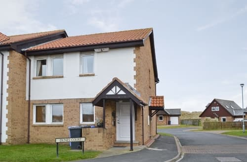Dog Friendly Cottages - Excellent Beadnell Apartment S14467