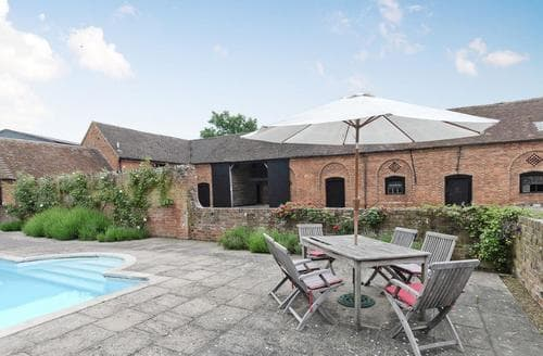 Last Minute Cottages - Cosy Tewkesbury Cottage S16336