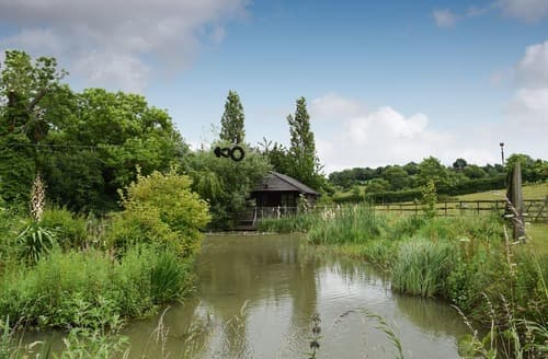 Last Minute Cottages - Cosy Evesham Lodge S16340