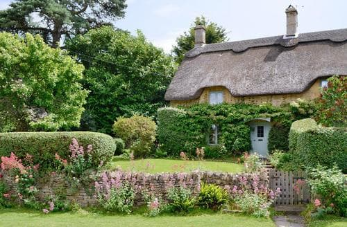 Last Minute Cottages - Cosy Chipping Campden Cottage S16156
