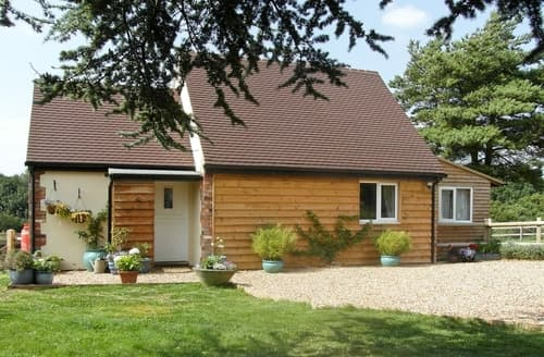 Last Minute Cottages - Delightful Royal Wootton Bassett Lodge S13726