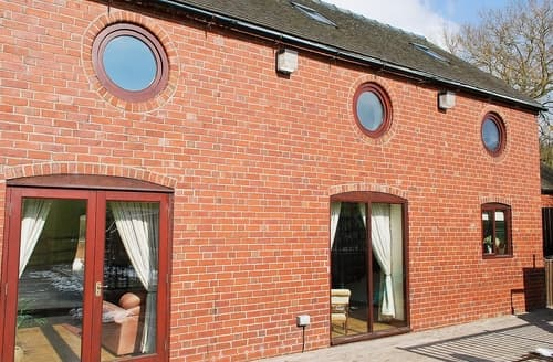 Last Minute Cottages - Tasteful Stoke On Trent Cottage S16072