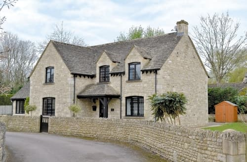 Last Minute Cottages - Charming Bourton On The Water Cottage S16107
