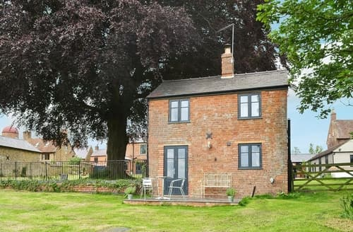 Dog Friendly Cottages - Gorgeous All Northamptonshire Cottage S16705