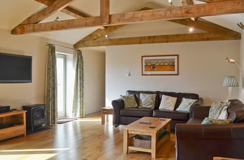 Last Minute Cottages - Mere Farm Barns