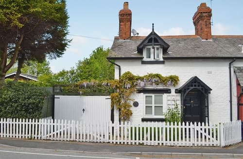 Last Minute Cottages - Gorgeous Chester Cottage S18159