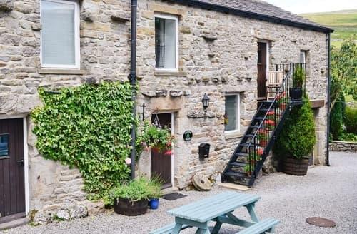 Last Minute Cottages - Beautiful Hawes Cottage S15175