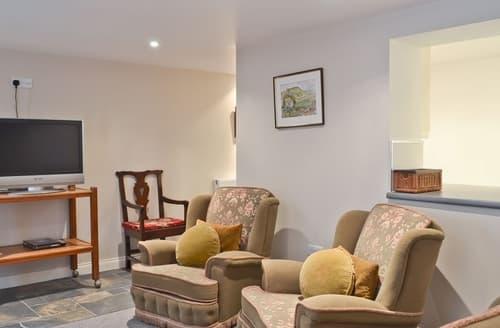 Last Minute Cottages - Wonderful Buxton Apartment S16524