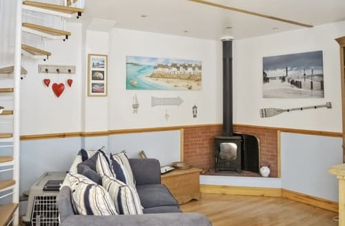 Dog Friendly Cottages - Charming Whitby Cottage S15587