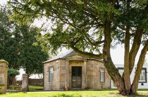 Last Minute Cottages - Attractive Glasgow Lodge S23546