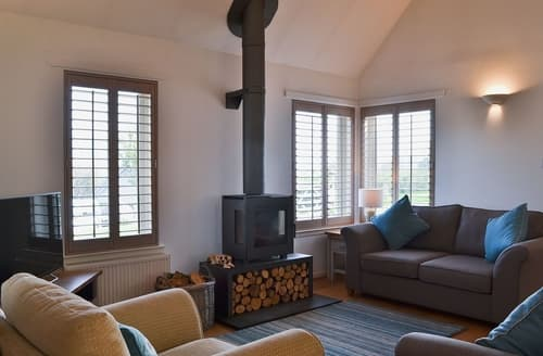 Last Minute Cottages - Stunning Pitlochry Lodge S23430