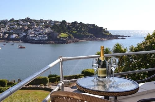 Last Minute Cottages - Cosy Fowey Apartment S20932