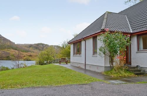 Last Minute Cottages - Lochside