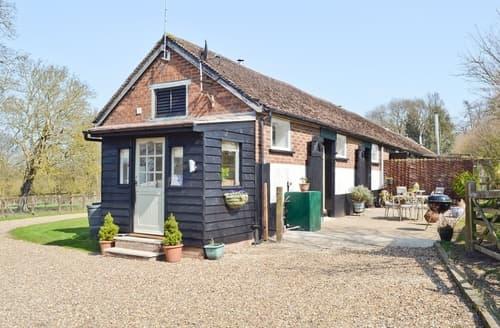 Last Minute Cottages - Captivating Maldon Cottage S25426