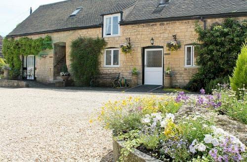 Last Minute Cottages - Lovely Cheltenham Cottage S16098