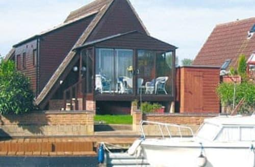 Last Minute Cottages - Gorgeous Ely Lodge S17013