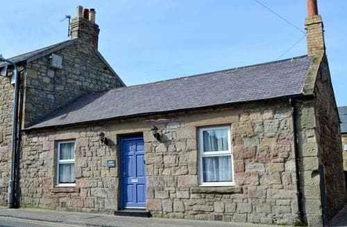 Last Minute Cottages - Charming Seahouses Cottage S37358