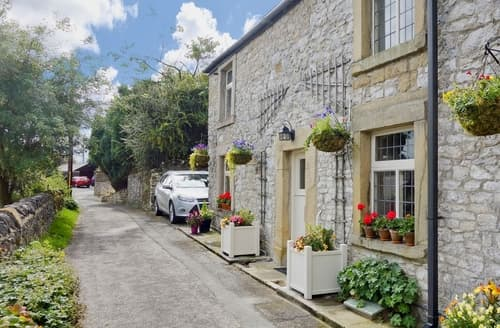 Last Minute Cottages - Exquisite Tideswell Cottage S33826