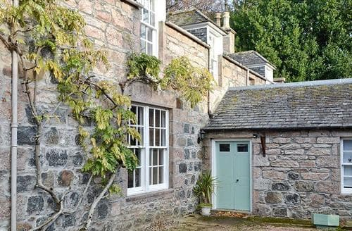 Big Cottages - Charming Huntly Cottage S43621