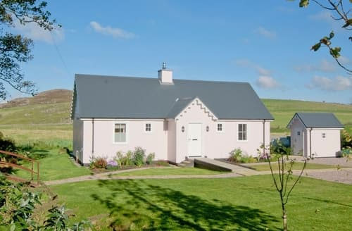 Dog Friendly Cottages - Luxury Tarbert Lodge S39640