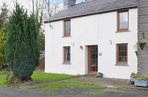 Dog Friendly Cottages - Beautiful Preseli Hills Cottage S42637
