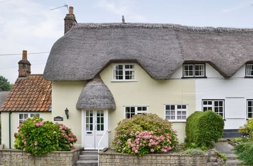 Last Minute Cottages - Beautiful Westbury Cottage S13756